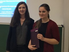 Prof. Dr. Swetlana Schauermann with Amke Nimmrich (right).